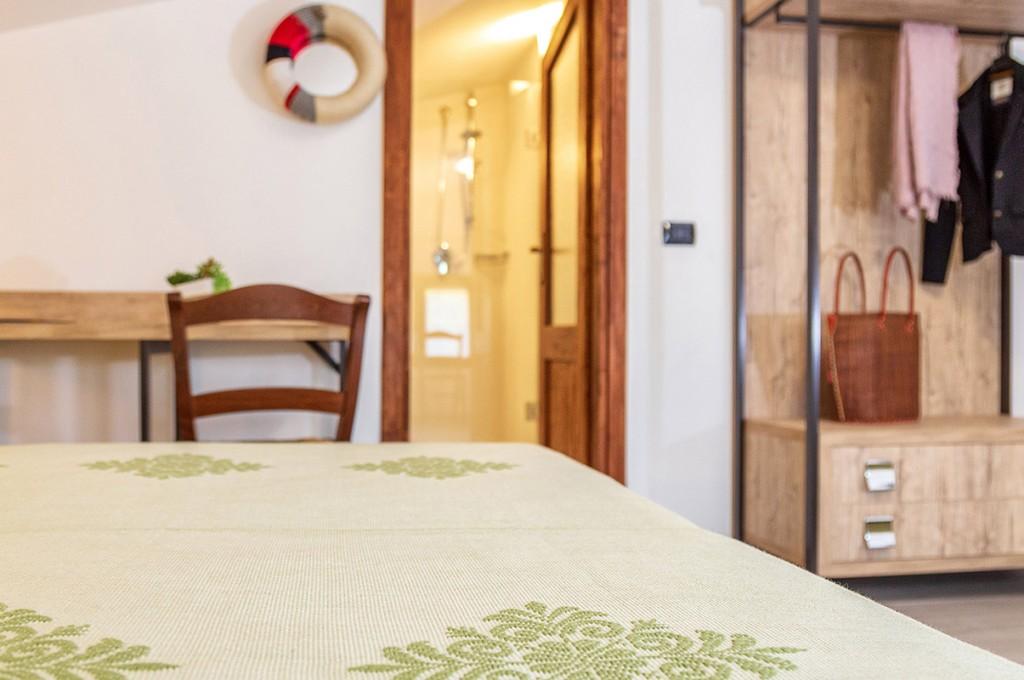 albergo-santa-maria-santa-maria-navarrese-camera-particolare
