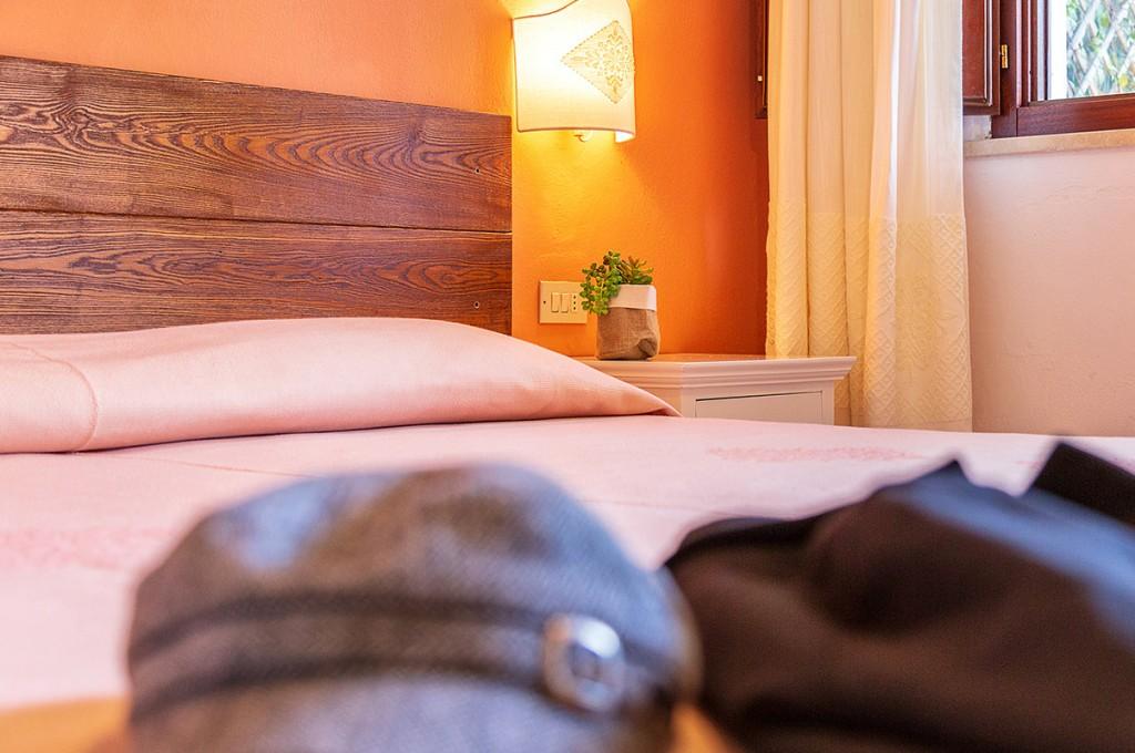albergo-santa-maria-santa-maria-navarrese-camera-particolare-2