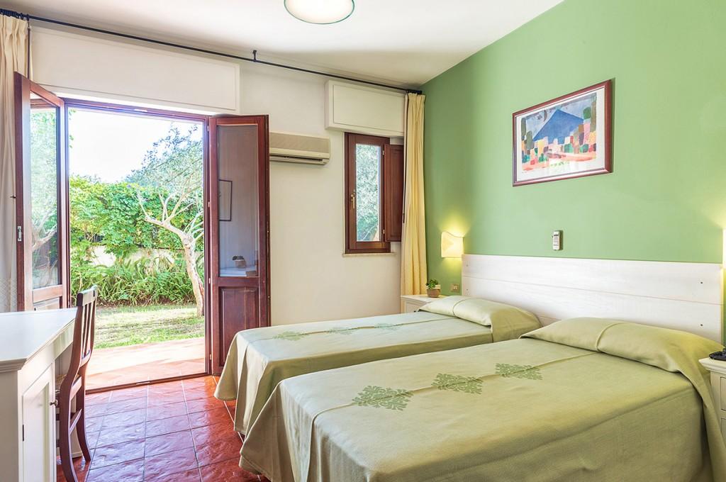 albergo-santa-maria-santa-maria-navarrese-camera-verde-2