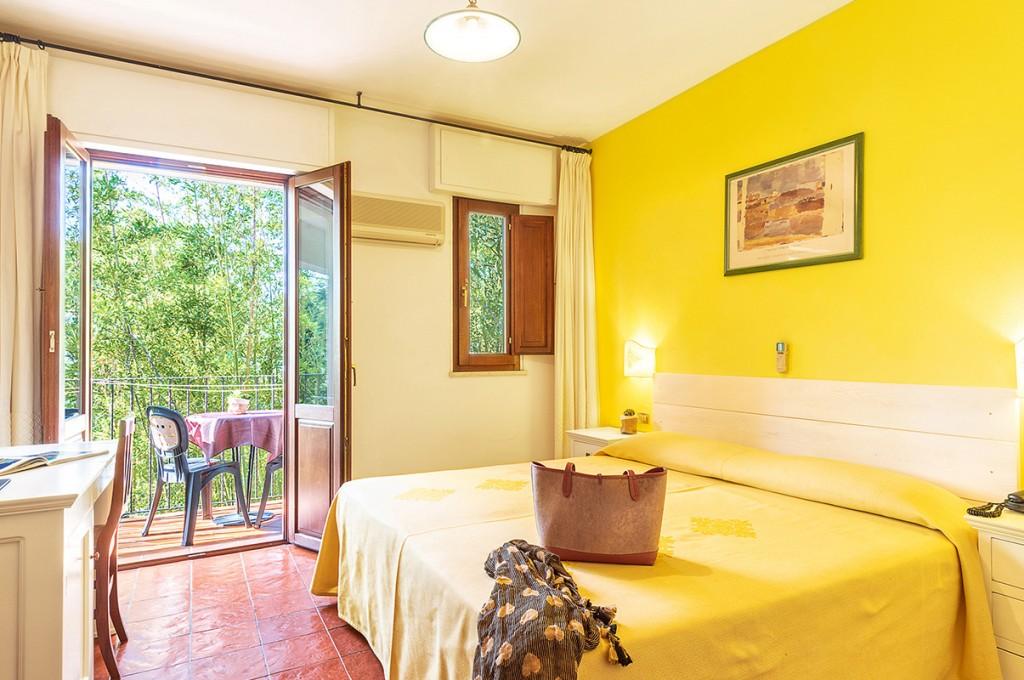 albergo-santa-maria-santa-maria-navarrese-terrazza-camere-2