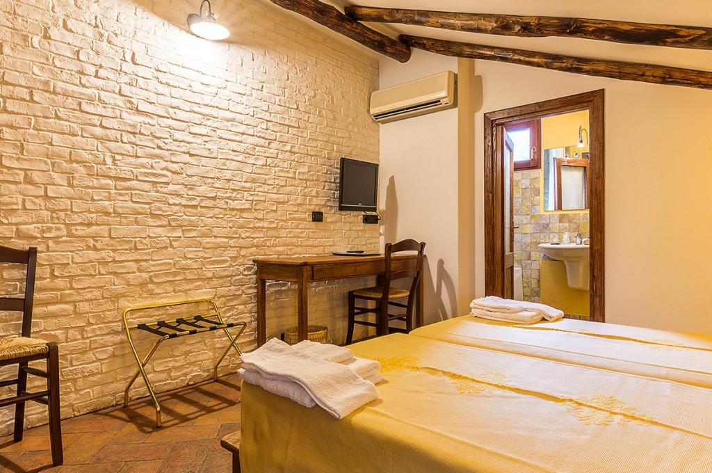 albergo-santa-maria-santa-maria-navarrese-terrazza-camere-4